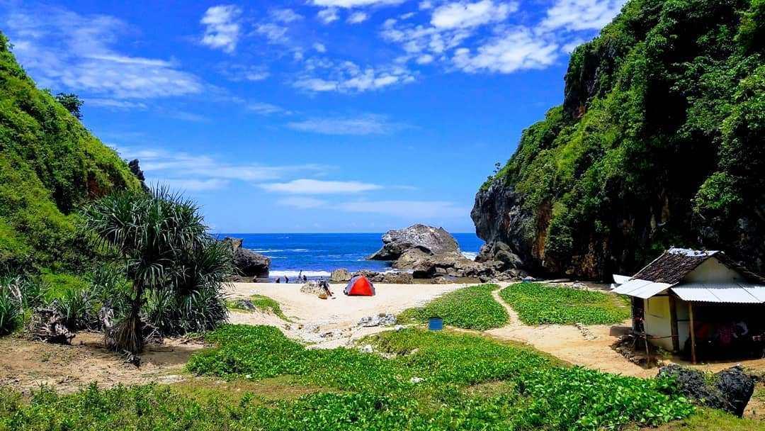 wisata pantai wohkudu di jogja