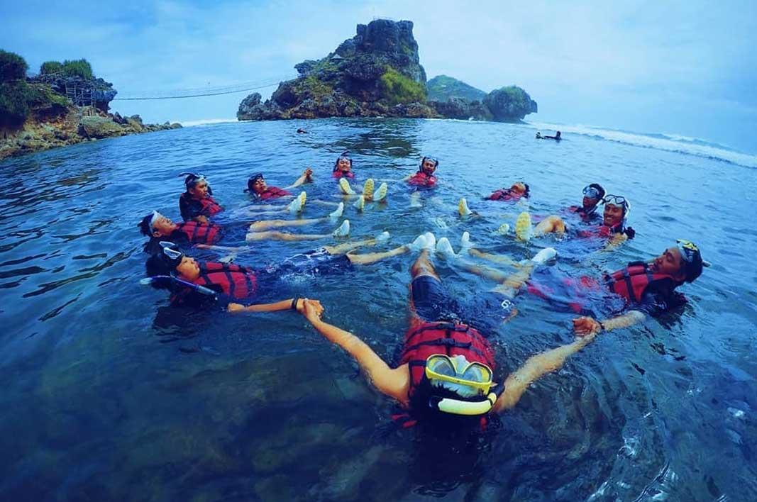 wisata snorkeling pantai nglambor