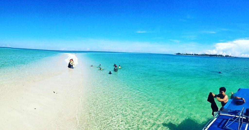 keindahan wisata pantai derawan