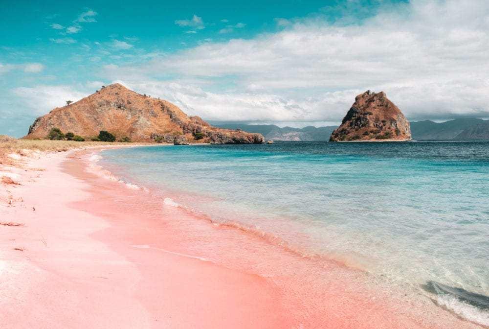 keindahan wisata pantai pink