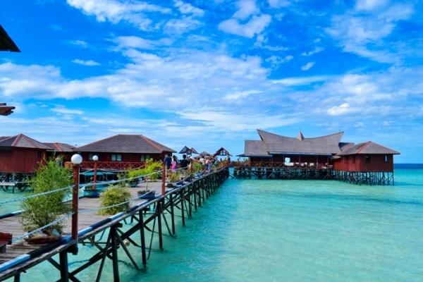 wisata pantai derawan terindah di indonesia