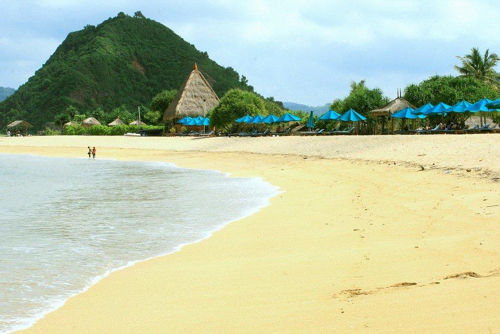 wisata pantai kuta lombok NTB