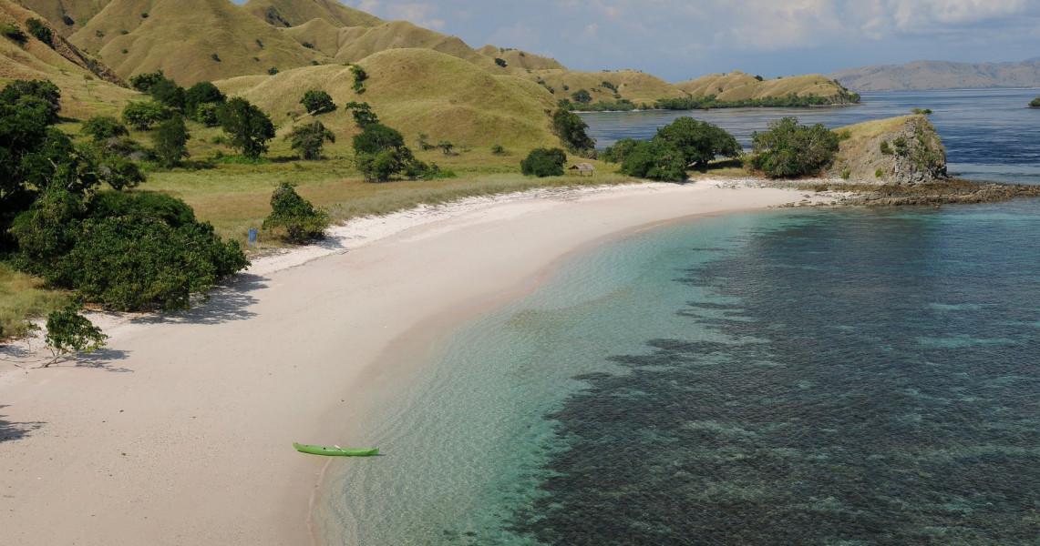 wisata pantai labuan bajo terindah di indonesia