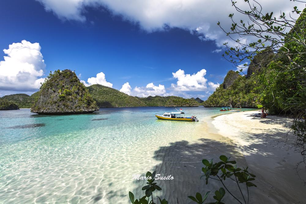 wisata pantai raja ampat