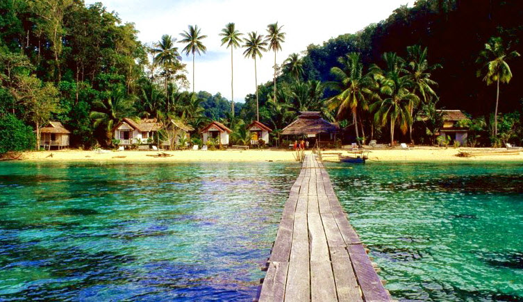 wisata pantai tomini bay terindah di indonesia