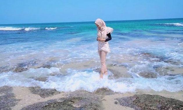 berenang wisata pantai ujung genteng