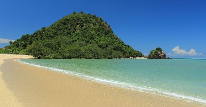 info alamat rute wisata pantai kuta lombok ntb