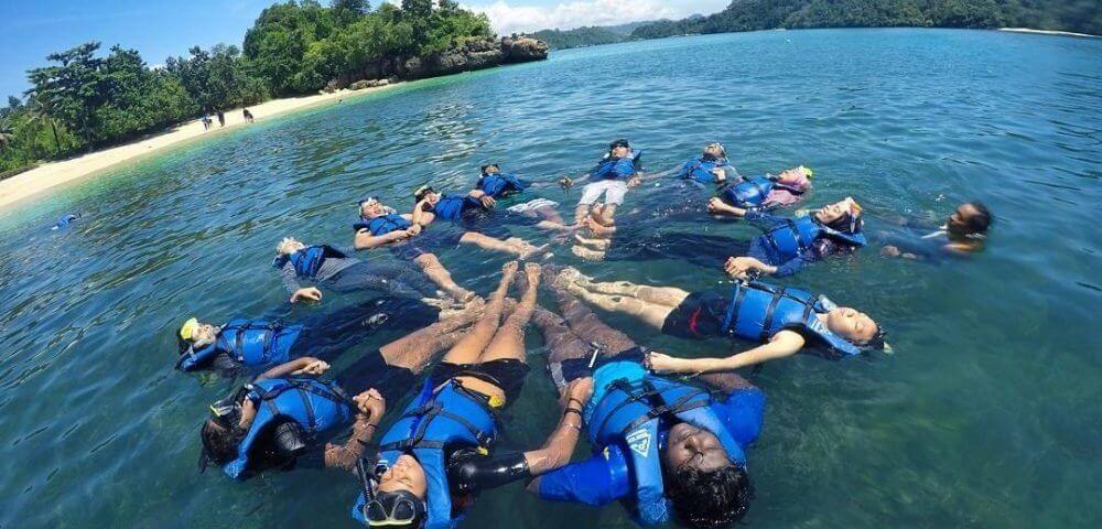 info berenang wisata pantai 3 warna malang jatim