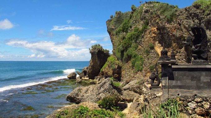 info jam operasional wisata pantai ngobaran jogja