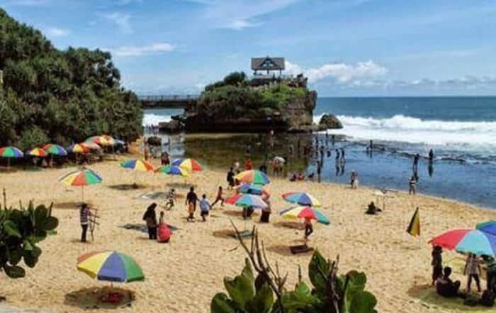 info keindahan wisata pantai kukup jogja