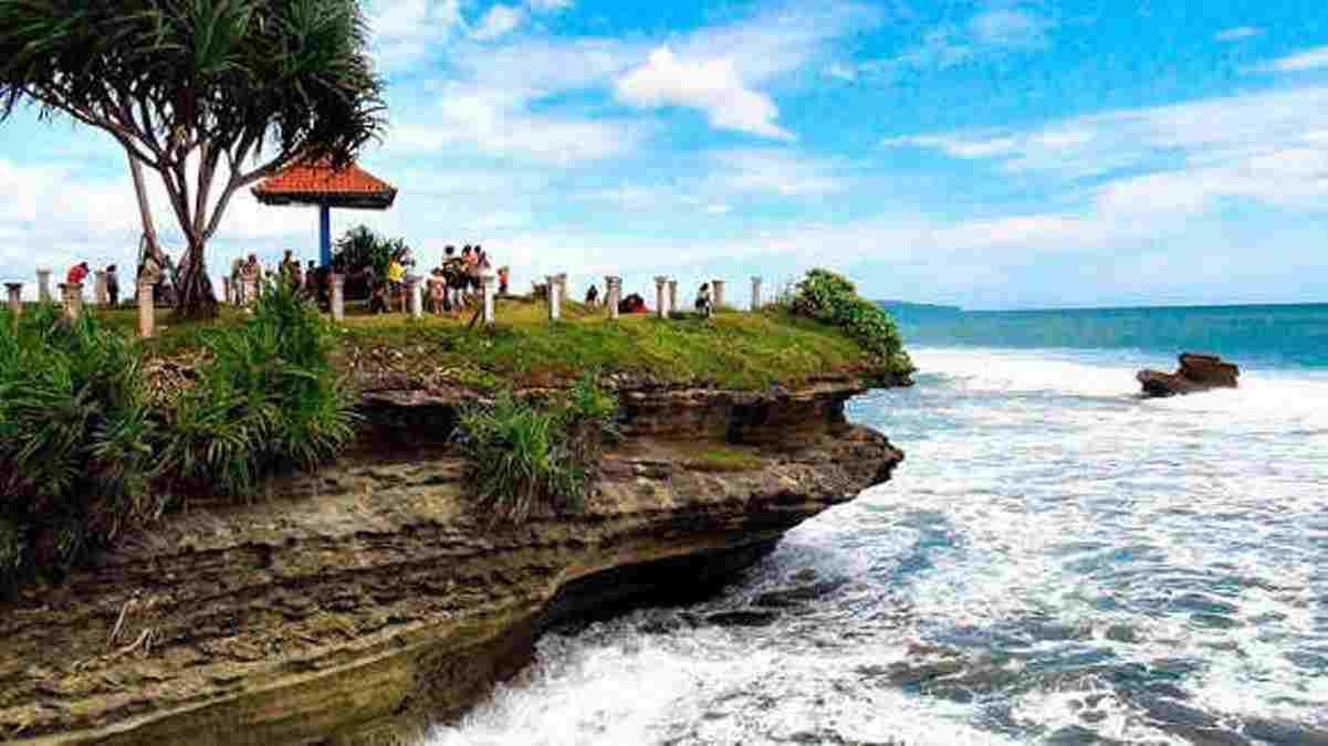 info wisata pantai batu hiu banten
