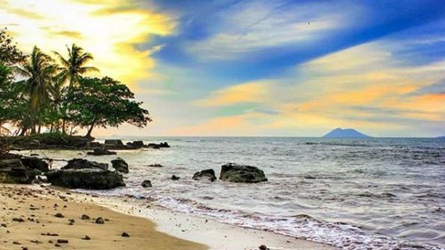 info wisata pantai carita banten