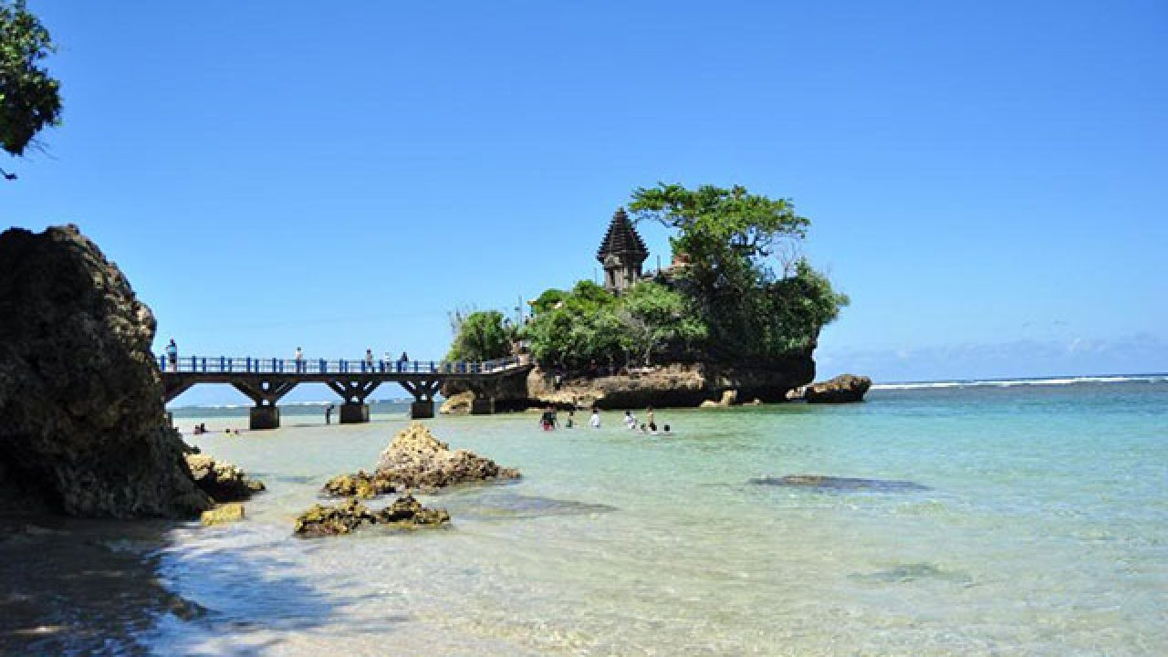 jam operasional wisata pantai balekambang malang