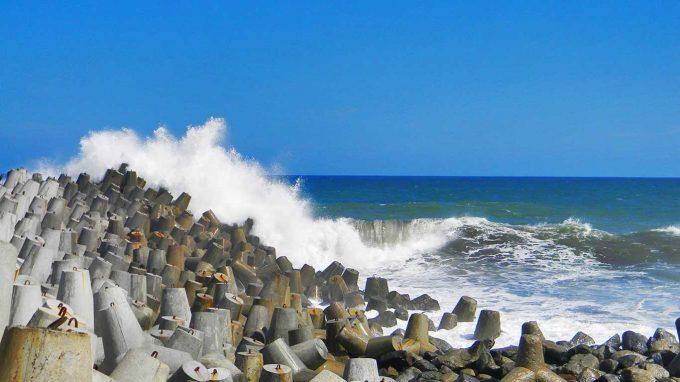 jam operasional wisata pantai glagah