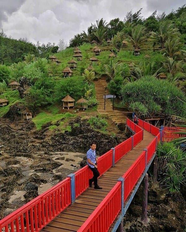 jembatan merah pantai menganti kebumen