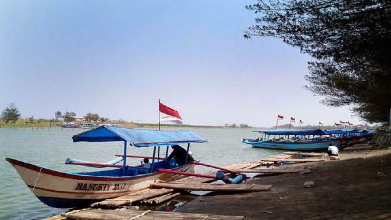 kapal sampan wisata pantai glagah