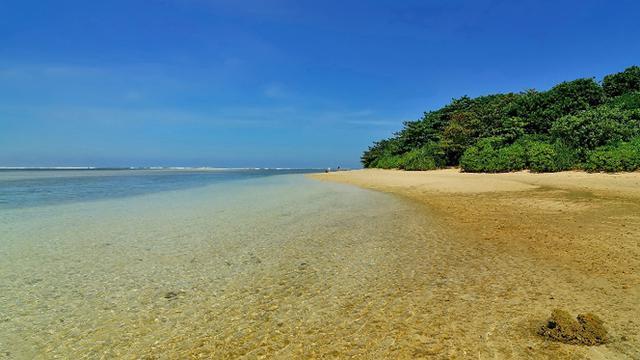 obyek wisata pantai ujung genteng