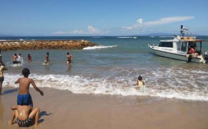 renang pantai sanur bali