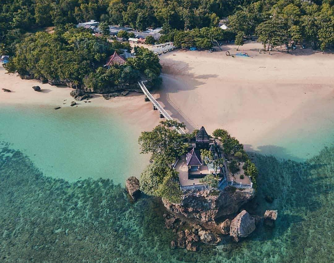 tiga pulau wisata pantai balekambang malang