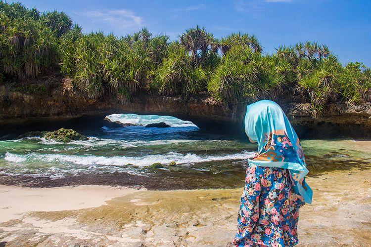 bukit karang pantai srau