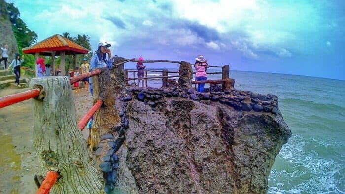gardu pandang pantai karang bolong