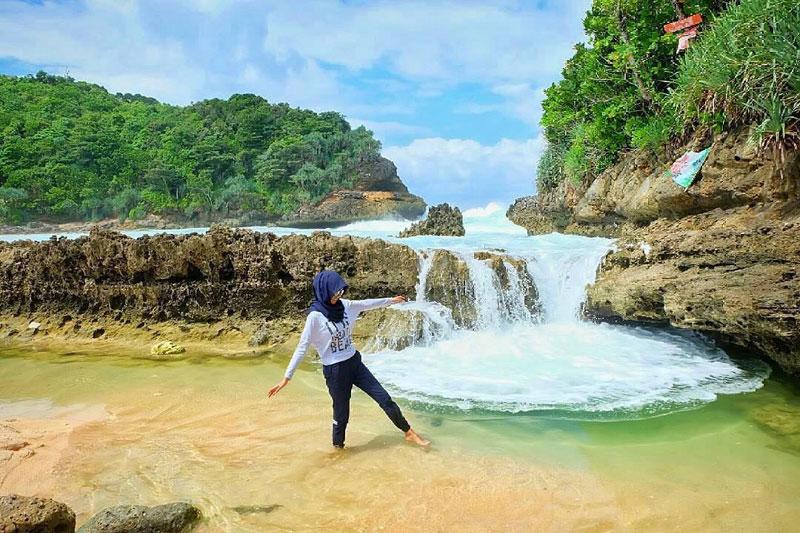 kolam alami pantai batu bengkung
