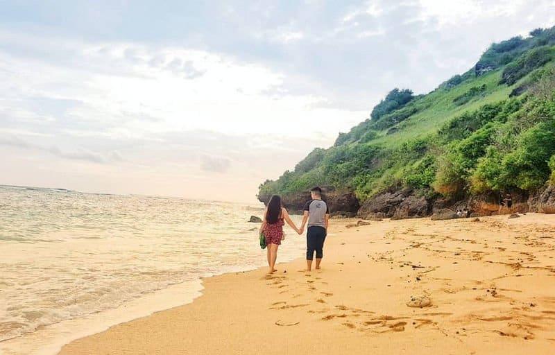 obyek wisata pantai gunung payung