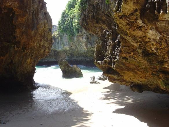 obyek wisata pantai suluban