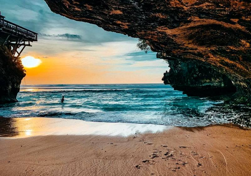 pasir putih pantai suluban