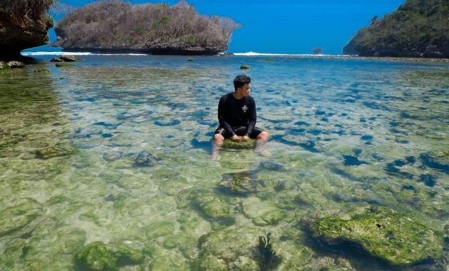 snorkeling pantai teluk asmoro
