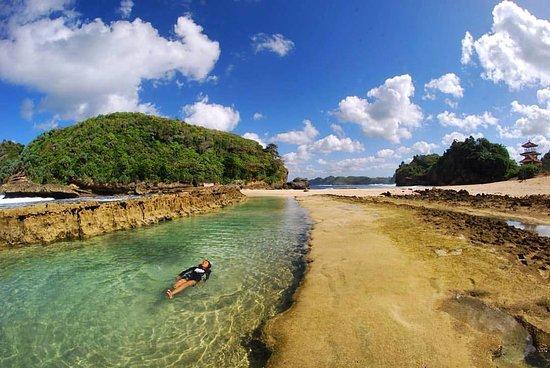 spot wisata pantai batu bengkung