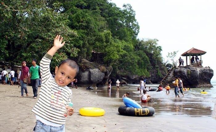 spot wisata terbaik pantai karang bolong