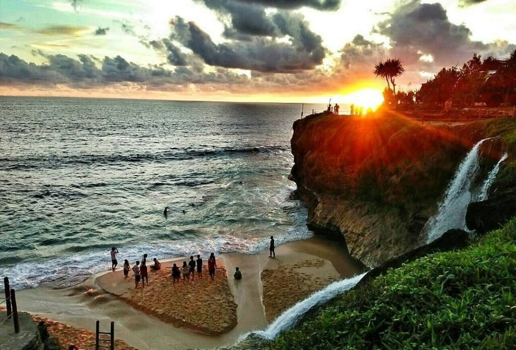 sunset pantai banyu tibo