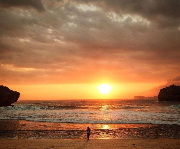 sunset pantai srau