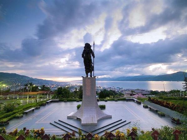 wisata maluku patung martha christina tiahahu