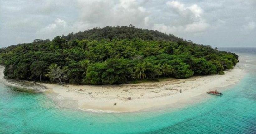 wisata maluku pulau molana